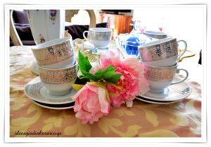 Θα πιούμε τσάι στο σπίτι μου;Δίσκος και σερβίτσιο τσαγιού!