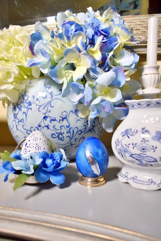Πασχαλινές πινελιές στο χώρο μου στο μπλε και άσπρο χρώμα!